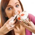 Mengapa Jelang Menstruasi Wanita Makan Lebih Banyak?